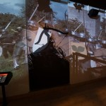 En projicerad film med tillhörande kaotiskt ljud skapar illusion om atmosfären vid slaget